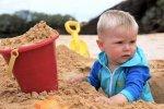 dziecko w piaskownicy
